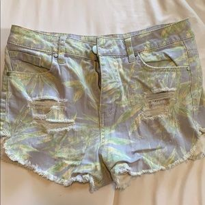 Tropical plant patterned shorts
